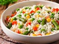 Гарнитура от варен ориз със замразени зеленчуци без запръжка (без пържене)